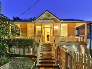 Classy East Brisbane residence in tropical garden - Brisbane vacation rentals