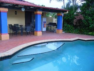 Lemongrove Rd: Exec 4 bed home + pool, Birkdale - Brisbane vacation rentals