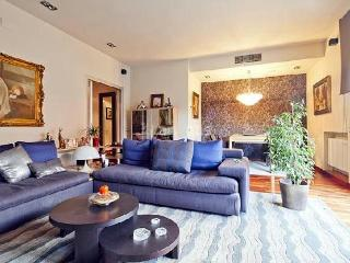 Modern Duplex With Spectacular Views & Jacuzzi - Barcelona vacation rentals
