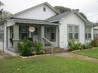 Wood Street Cottage in  Rockport TX - Rockport vacation rentals