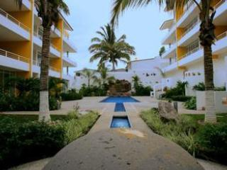 Beautiful Bright 2 Bed/2 Bath with Pool - Bucerias vacation rentals