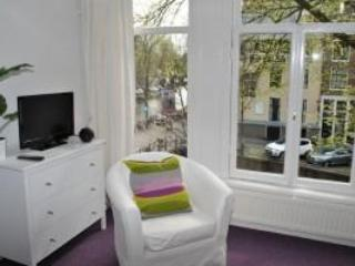 Clean, colorful apt with canal view - NL-AM 081 - Image 1 - Amsterdam - rentals