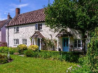 ROSE COTTAGE, detached property, with four bedrooms, snug, enclosed gardens, near Salisbury, Ref 19370 - Mere vacation rentals