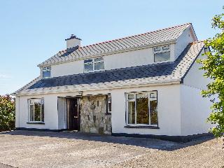 HERNON'S COTTAGE, courtyard with furniture, multi-fuel stove, all ground floor, Ref 912411 - Connemara vacation rentals