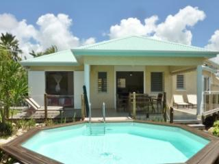 Contemporary villa, pool, garden, beach - Port-Louis vacation rentals