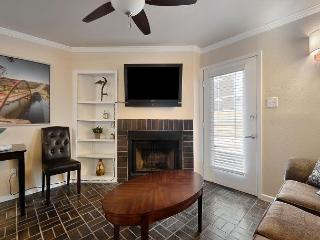 1BR Downtown Condo! 2 blocks to 6th st and Convention Center - Austin vacation rentals