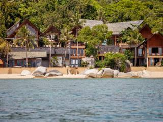 Baan Hinyai, 5BR Modern Beach House on Lamai, Wedding, Family, Big Group - Lamai Beach vacation rentals