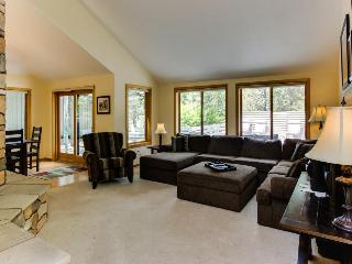 Dog-friendly mountain lodge w/ hot tub, four bedrooms, & SHARC passes included! - Sunriver vacation rentals
