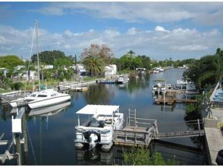 Beautiful Waterfront Property with Boat Lift. Minutes to The Gulf. - New Port Richey vacation rentals