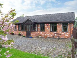 MOLLS COTTAGE, enclosed garden, pet-friendly, single-storey, in Nantwich, Ref. 38061 - Nantwich vacation rentals