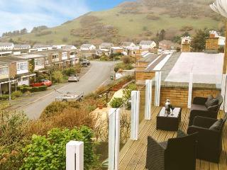 TY GWYDR, sea views, all ground floor, family-friendly in Aberdovey Ref 904602 - Aberdovey vacation rentals