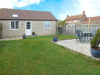 MIDSUMMER COTTAGE, detached, all ground floor, en-suite, parking, garden, in Pickering, Ref 904634 - Thornton-le-dale vacation rentals