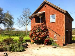 CROFT VIEW, first floor apartment, en-suite, romantic retreat, walks and cycle routes from doorstep, near Leominster, Ref 905755 - Kingsland vacation rentals