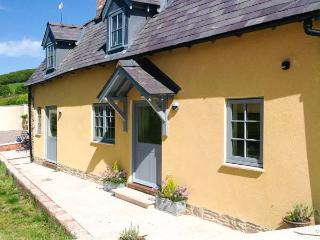 THE LEALANDS COTTAGE, detached, character cottage, multi-fuel stove, pub within - Stapleton vacation rentals