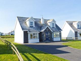 SEA BREEZE, en-suite facilities, open fire, great family cottage in Liscannor, Ref. 905875 - Liscannor vacation rentals