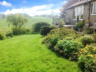 MONKHOLME COTTAGE, single storey, wonderful views, in Threshfield, Ref. 906293 - Threshfield vacation rentals