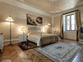 Charming Apartment in the centre of Como - Como vacation rentals