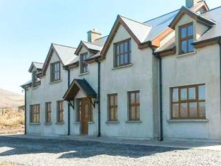 BAY VIEW, detached cottage with sea views, woodburners, pet-friendly, near Allihies, Ref 903631 - County Cork vacation rentals