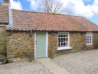 THE BARN, stone cottage, character features, woodburner, romantic retreat, in Hutton Buscel, near Scarborough, Ref 906027 - Wykeham vacation rentals