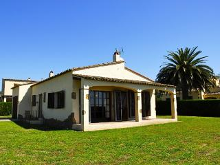 Comfortable House with Garden and Washing Machine - L'Estartit vacation rentals