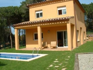 PINAMAR 6 - Mas Pinell vacation rentals