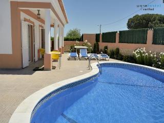 Dabke Red Villa, Olhos de Agua, Algarve - Olhos de Agua vacation rentals