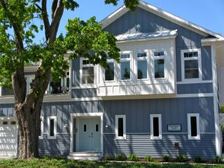 *Fall Discounts*Maple St 3 Bdrm-2 Blocks to Beach! - South Haven vacation rentals