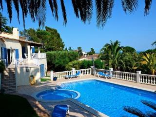 Bright 4 bedroom Villa in Torroella de Montgri with Washing Machine - Torroella de Montgri vacation rentals