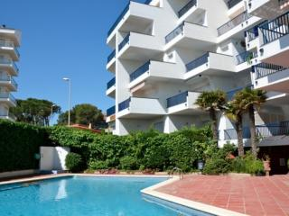 Nice Condo with Shared Outdoor Pool and Television - L'Escala vacation rentals