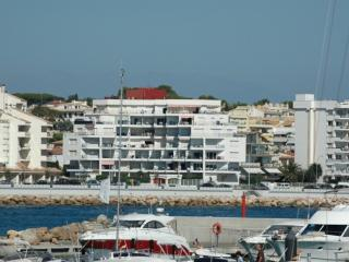 Romantic 1 bedroom L'Escala Apartment with Washing Machine - L'Escala vacation rentals