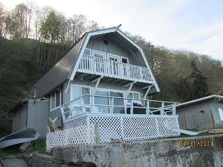 Mint Condition, 2 bedroom beachfront cottage with amazing views and sleeps 5 - Langley vacation rentals