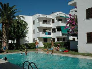 2 bedroom Condo with Shared Outdoor Pool in L'Escala - L'Escala vacation rentals