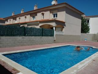 Nice House with Washing Machine and Shared Outdoor Pool - L'Escala vacation rentals
