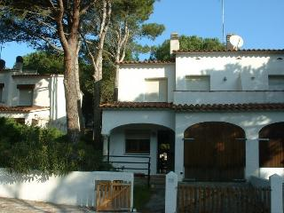 Comfortable House with Shared Outdoor Pool and Balcony - L'Escala vacation rentals