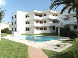 Bright Apartment in L'Escala with Washing Machine, sleeps 6 - L'Escala vacation rentals