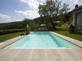 Bright 3 bedroom House in San Donato In Collina - San Donato In Collina vacation rentals