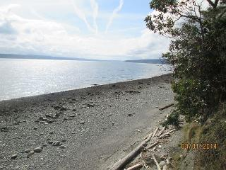 Cozy 2 bed, 2 bath waterfront cottage with breathtaking views! Sleeps up to 6 - Greenbank vacation rentals