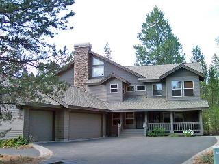 10 Unlimited SHARC Passes, AC, Private Hot Tub, Ping Pong Table - Sunriver vacation rentals
