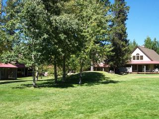 Hot Tub, Fireplace, Bikes, Deck, Shared Condo Pool - Sunriver vacation rentals