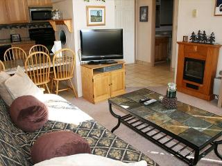 Close to the Village Mall, Private Hot tub and Condo Pool - Sunriver vacation rentals