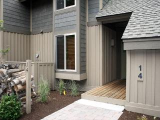 Enjoy Your Sunriver Vacation, AC, BBQ, Free WIFI - Central Oregon vacation rentals