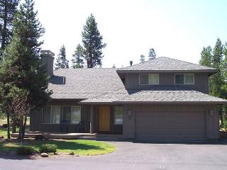 Luxurious Vacation Home with Two Master Suites, 10 Unlimited SHARC Passes! - Sunriver vacation rentals