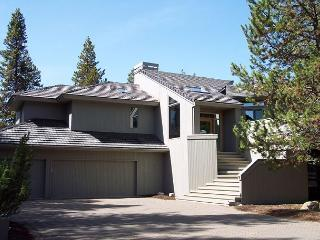 Close to the Deschutes River, Hot Tub, 8 Unlimited SHARC Passes - Sunriver vacation rentals