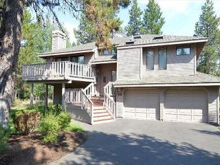 Spacious Vacation Home with Open Living Area, 8 Unlimited SHARC Passes - Sunriver vacation rentals