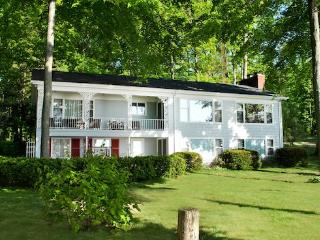 Beautiful House with DVD Player and Microwave - South Haven vacation rentals