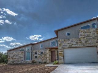 4BR/3.5BA Luxury Home Near the Frio River, sleeps 10 - Leakey vacation rentals