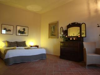 Lovely 4 bedroom Villa in Montegabbione with Deck - Montegabbione vacation rentals