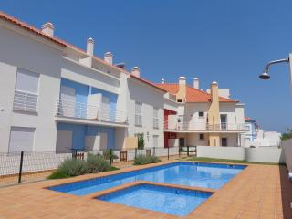 Perfect 3 bedroom Condo in Baleal with Garden - Baleal vacation rentals