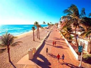 Famous Hollywood Boardwalk - Large Studio with kitchen #3 at Hollywood Beach Resort - Hollywood - rentals