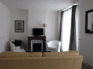 Flat with private yard in Historical Fontainebleau - Buthiers vacation rentals